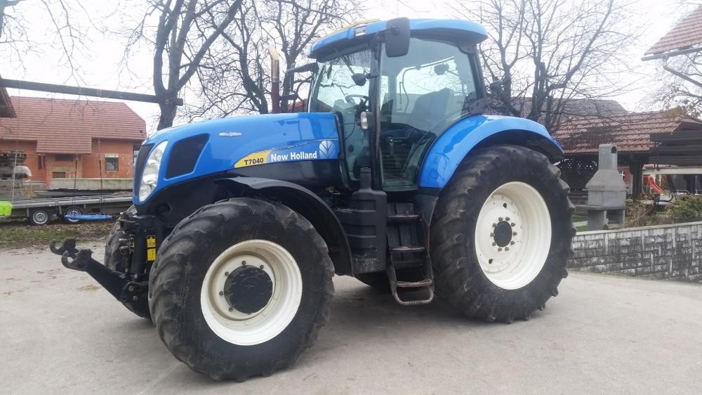 traktor new holland t7040. Black Bedroom Furniture Sets. Home Design Ideas